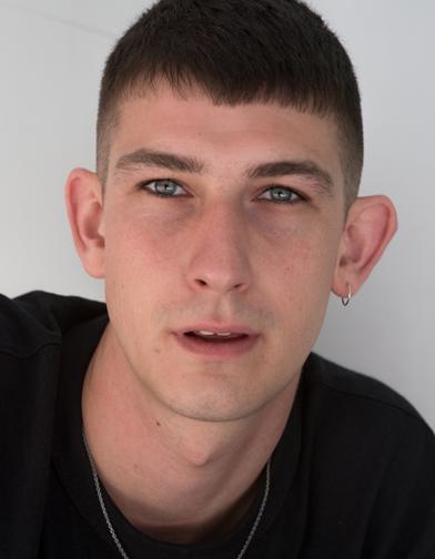 NEUE model Tobias Shine