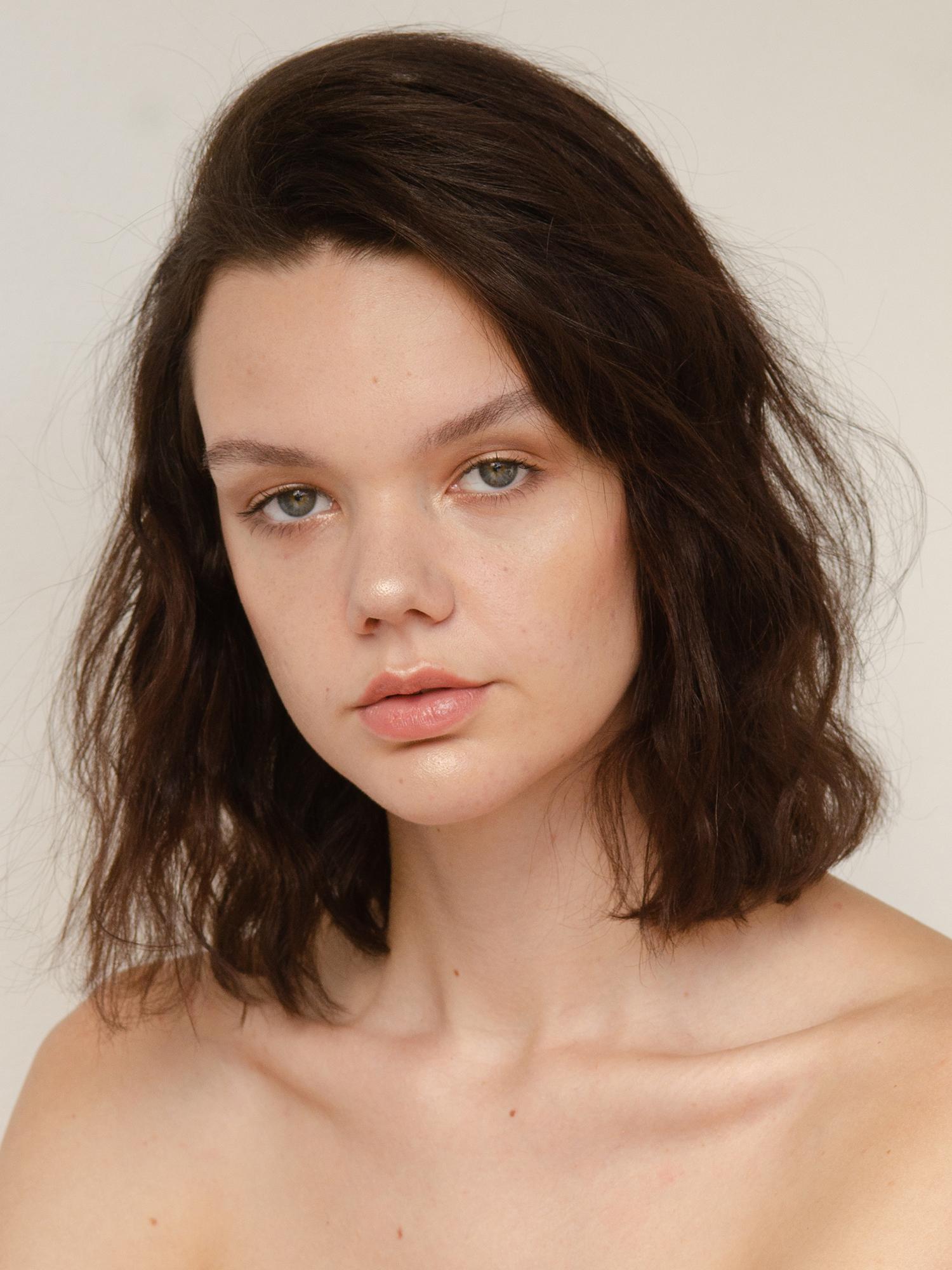 NEUE model Kaela Bayliss shot by Aaron VIII. Beauty by Mivia Pinniger using Fenty